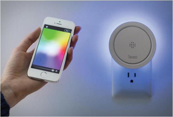 leeo_-smart-alert-nightlight-7.jpg