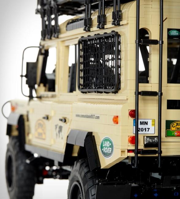 lego-land-rover-defender-110-4.jpg   Image