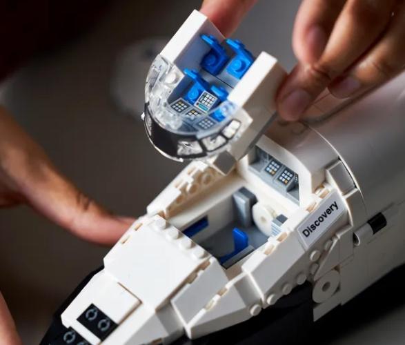 lego-nasa-space-shuttle-discovery-6.jpg