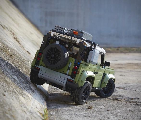 lego-technic-land-rover-defender-6a.jpg