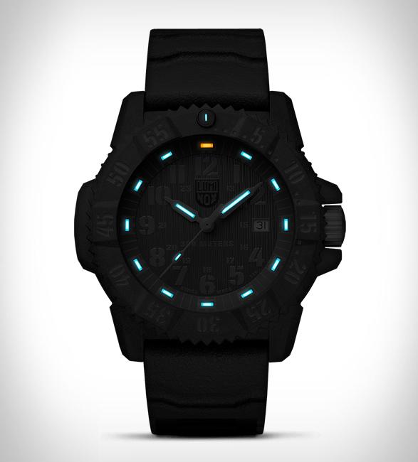 luminox-limited-master-carbon-seal-4.jpg   Image