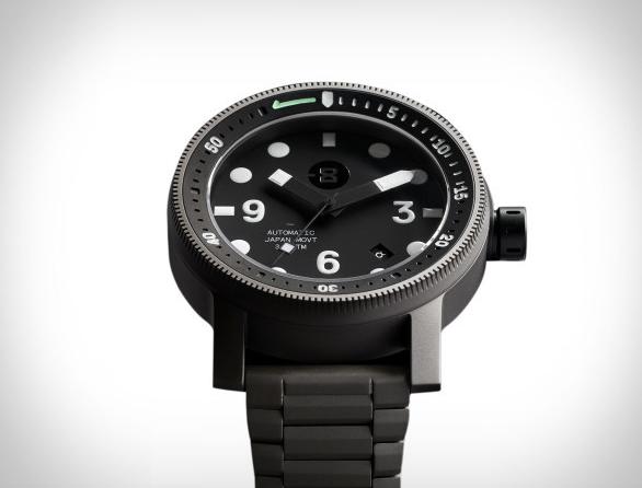 minus-8-diver-watch-3.jpg | Image