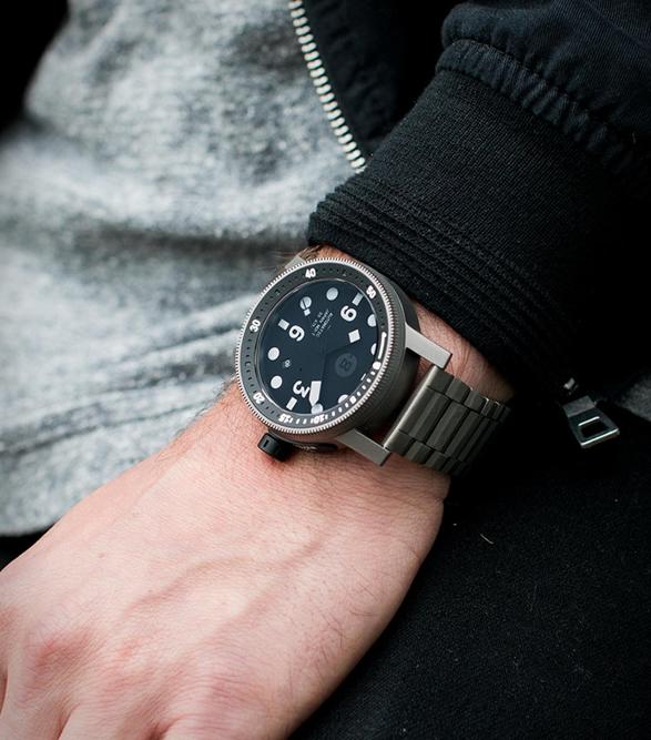 minus-8-diver-watch-6.jpg