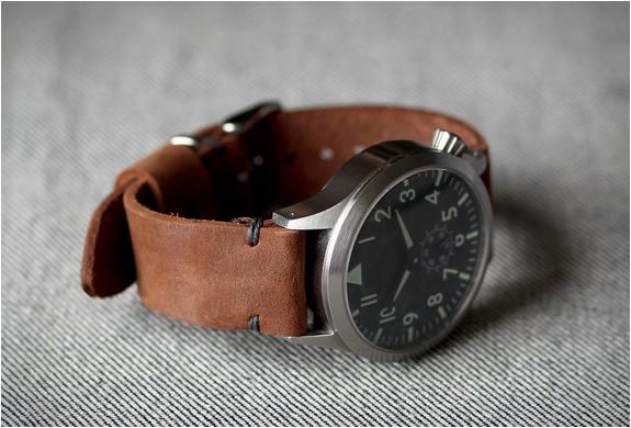 model-2-horween-straps-3.jpg | Image
