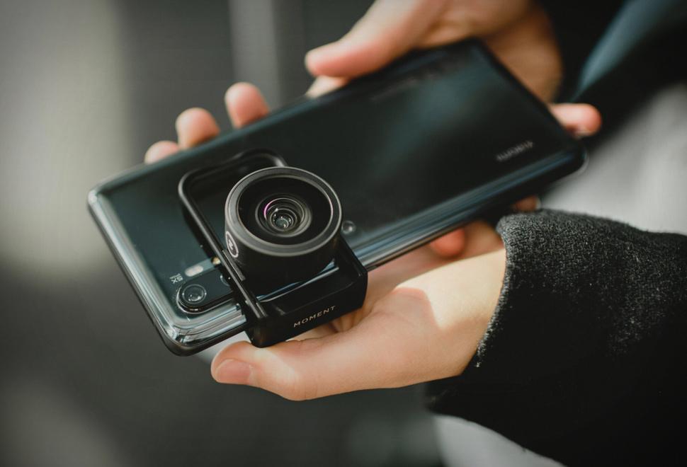 Moment Lens Mount Clip | Image