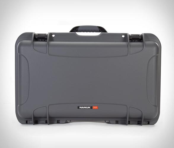 nanuk-935-waterproof-carry-on-4.jpg