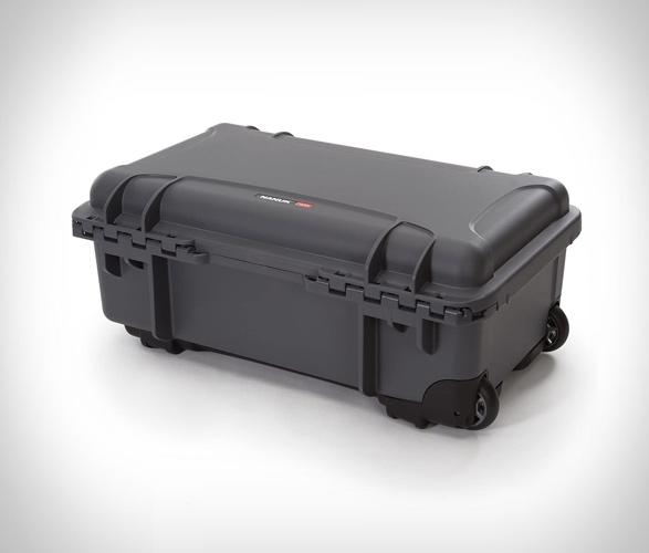 nanuk-935-waterproof-carry-on-5.jpg