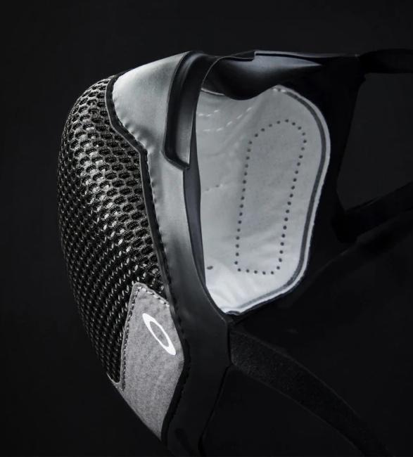 oakley-msk3-eyewear-friendly-mask-3.jpg | Image