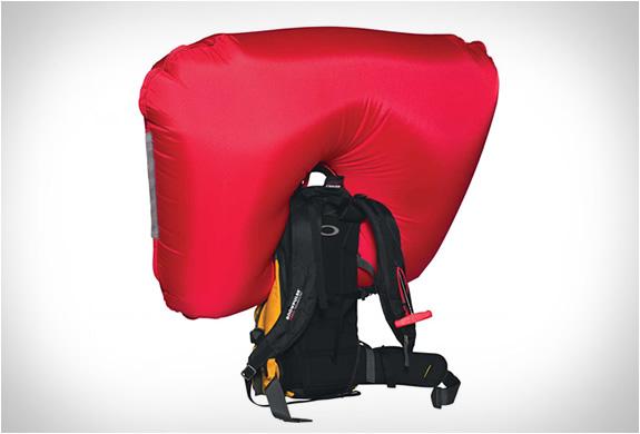 oakley-snowmad-ras-backpack-4.jpg   Image