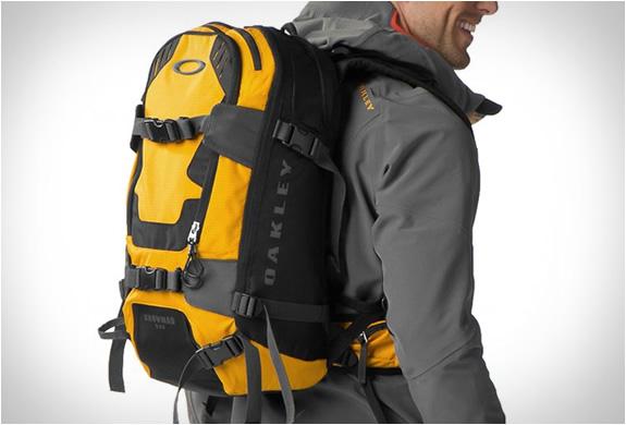 oakley-snowmad-ras-backpack-5.jpg   Image