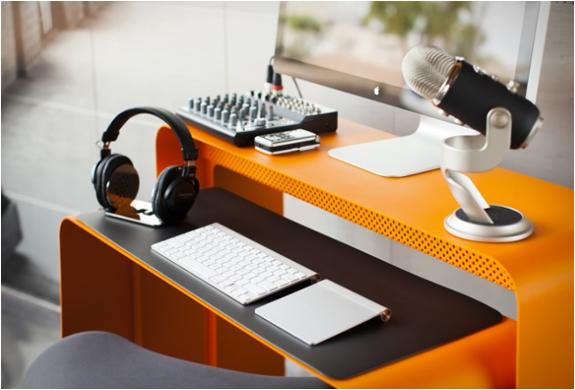 oneless-desk-2.jpg | Image
