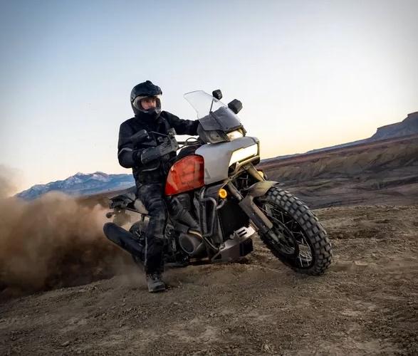pan-america-1250-adventure-motorcycle-10.jpg
