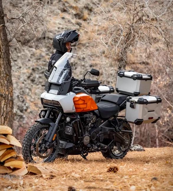 pan-america-1250-adventure-motorcycle-11.jpg