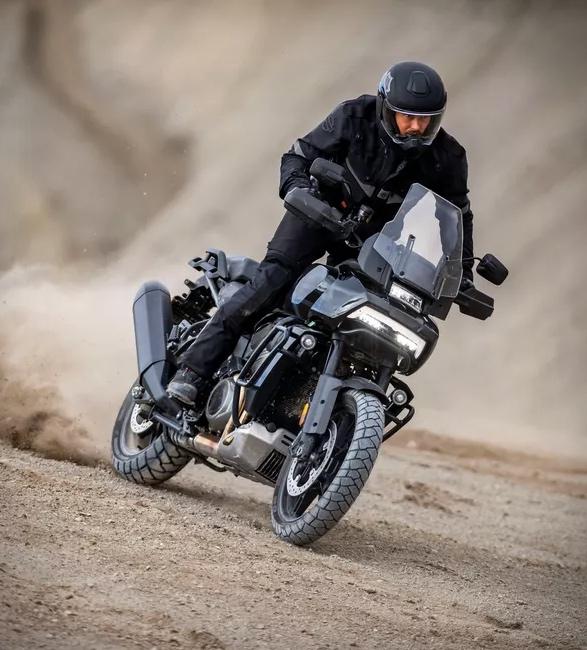 pan-america-1250-adventure-motorcycle-9.jpg