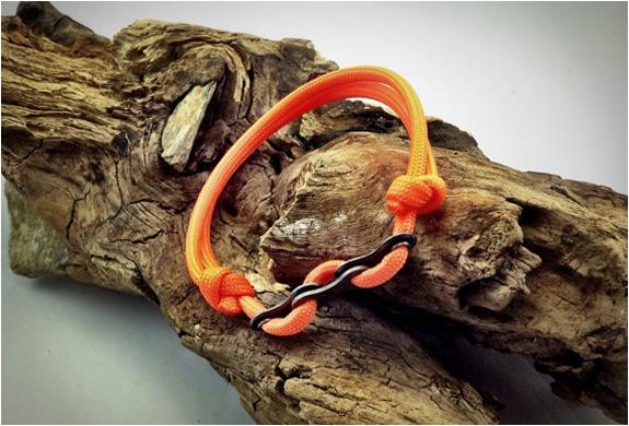 paracord-bracelet-with-bike-chain-links-4.jpg   Image