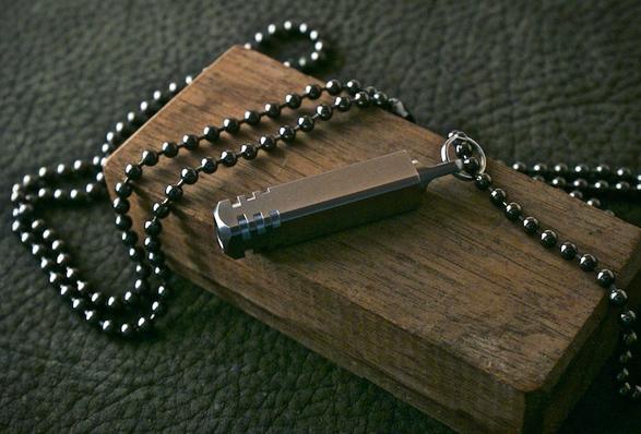 pixel-keychain-flashlight-3.jpg | Image