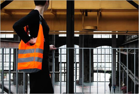 reflective-biker-bags-sputnik-zurich-3.jpg | Image