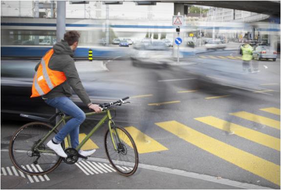 reflective-biker-bags-sputnik-zurich-4.jpg | Image