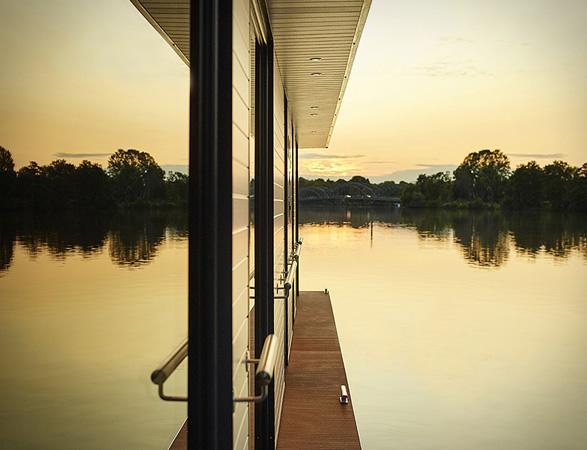 rev-houseboat-10.jpg