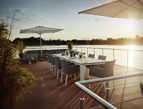rev-houseboat-11.jpg