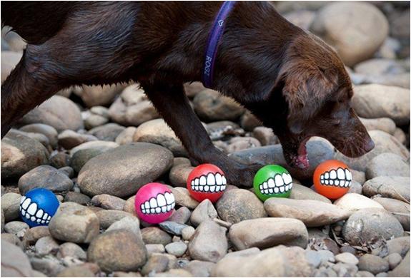rog-grinz-ball-dog-toy-3.jpg   Image