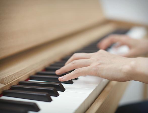 roland-kiyola-piano-4b.jpg