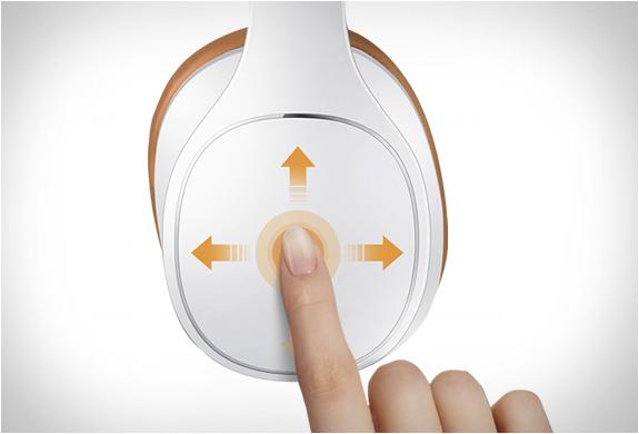 samsung-level-over-headphones-4.jpg   Image