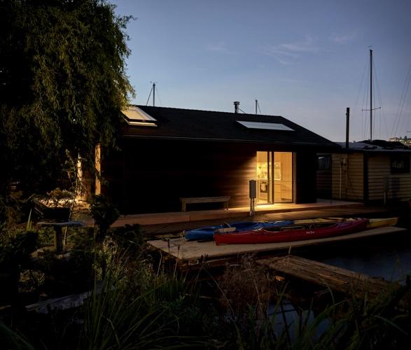 seattle-floating-house-10.jpg