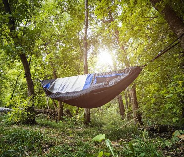 shel-ultralight-hammock-shelter-7.jpg