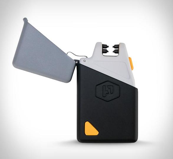 sparkr-lighter-flashlight-7.jpg