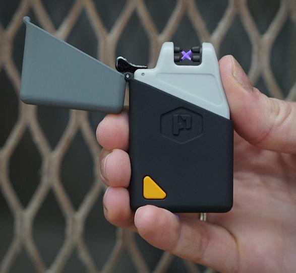 sparkr-lighter-flashlight-8.jpg