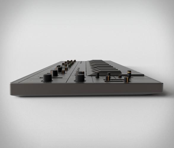 superlative-sb01-analogue-synthesizer-1.jpg   Image