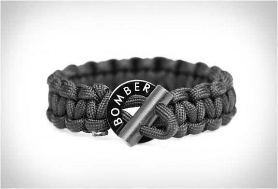 survival-firestarter-paracord-bracelet-6.jpg