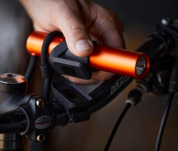 tactica-f100-flashlight-power-bank-4.jpg | Image