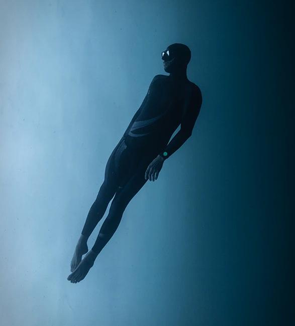 tag-heuer-aquaracer-night-diver-7.jpg