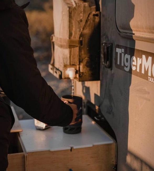 tiger-moth-camper-9a.jpg