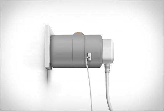 twist-world-travel-adapter-4.jpg | Image