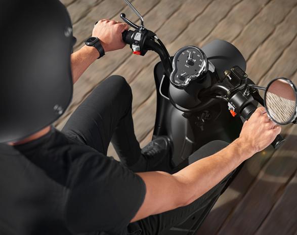 unu-smart-electric-scooter-7.jpg