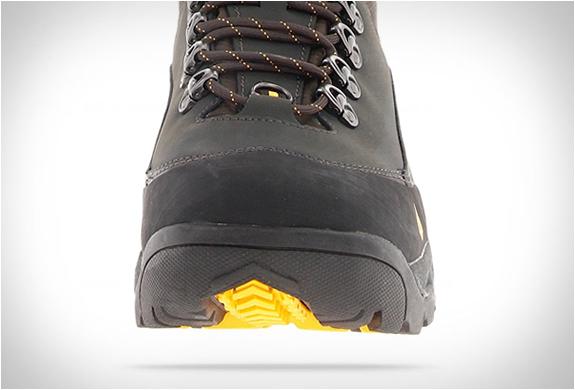 vasque-snowurban-ultradry-boots-2.jpg | Image