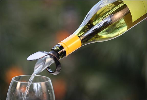 vinoice-wine-chiller-pourer-4.jpg | Image