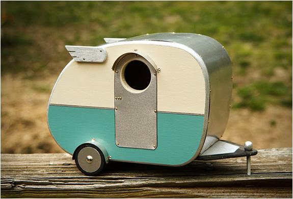 Vintage Camper Birdhouse | Image