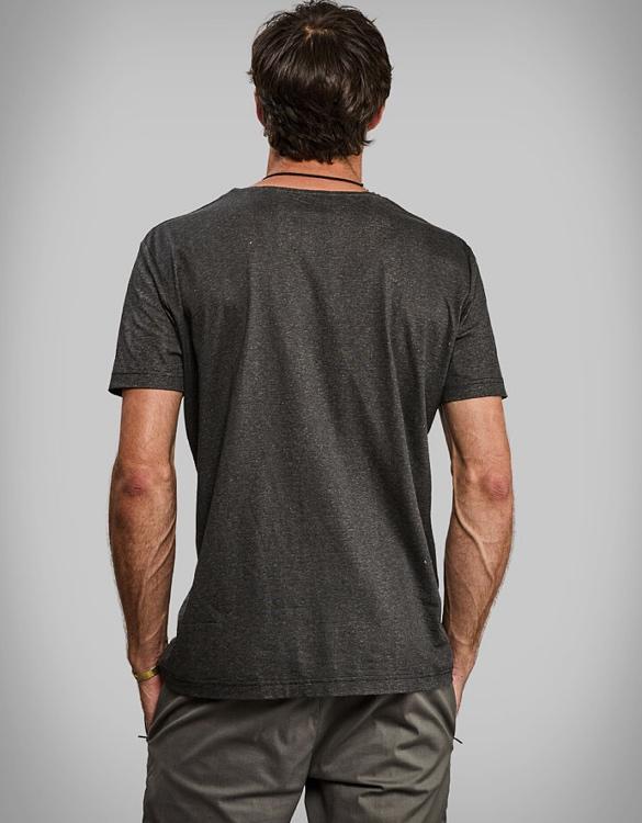 vollebak-black-algae-t-shirt-3.jpg | Image