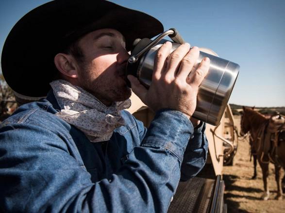 yeti-rambler-half-gallon-jug-4.jpg | Image